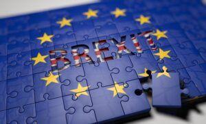 El nuevo acuerdo entre la UE y el Reino Unido es bienvenido, pero se mantiene el escrutinio, insisten los principales eurodiputados