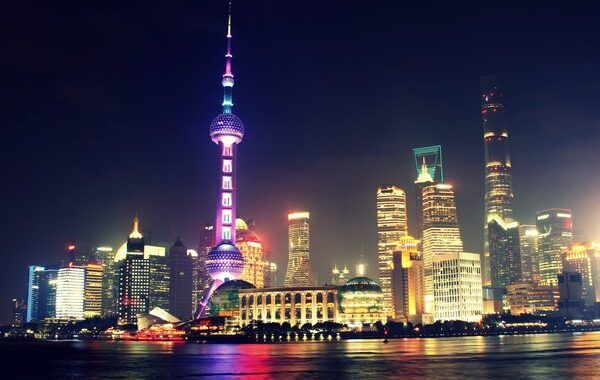 Skyline nocturno de Shangai (China),