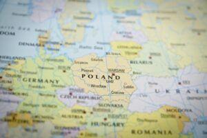 Mapa de europa desenfocado, enfocando a Polonia